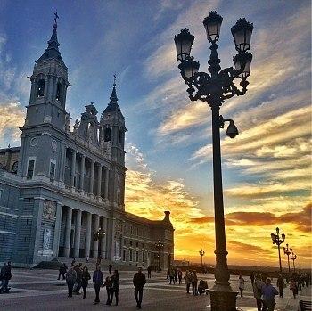 cuanto cuesta viajar a España general