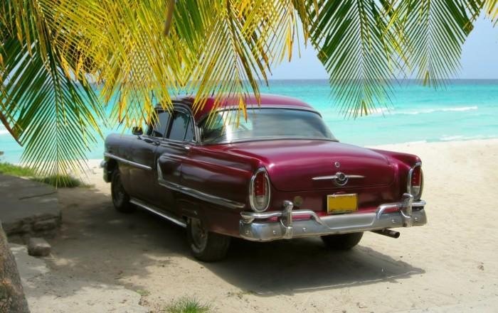 carro en playa